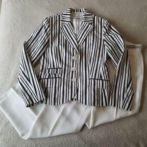 Elegant Vintage 2 Piece Black & White Pant Suit
